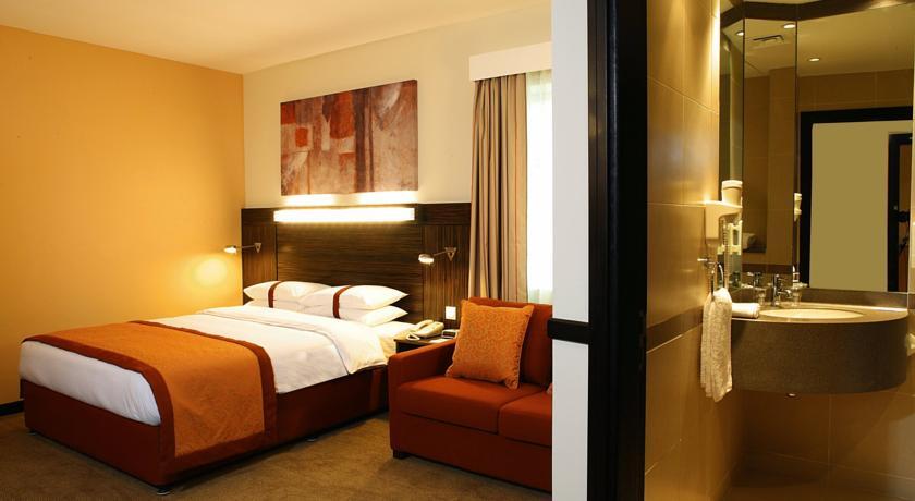 Holiday Inn Express Dubai Safa Park - Dubai Hotels